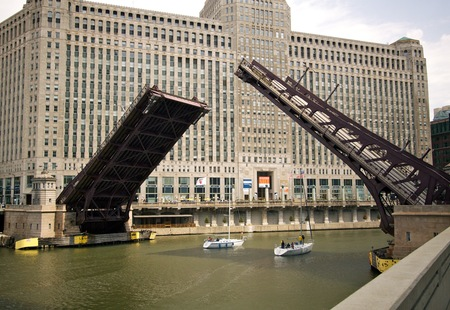 Franklin street bridge  chicago  opened for sailboats