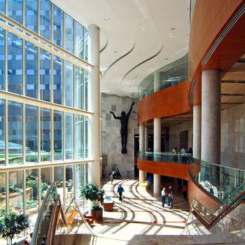 725px mayo clinic gonda atrium 20060705