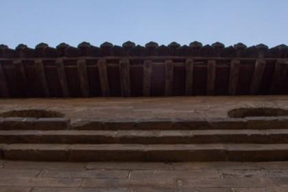 Gate eaves