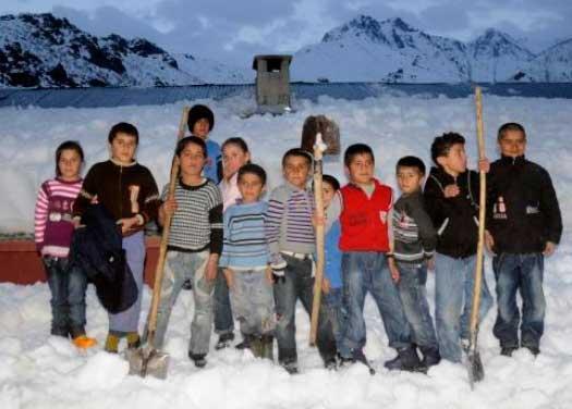 AKOM,  Profesyonel kar küreme ekibini basına tanıttı...