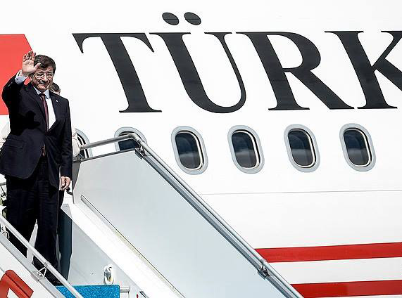 Bakanlar Kurulunu da Erdoğan'a Kaptıran Davutoğlu, Birkaç Ülkeyle Vizeleri Kaldırarak Moral Bulmak Üzere Ankara'dan Ayrıldı