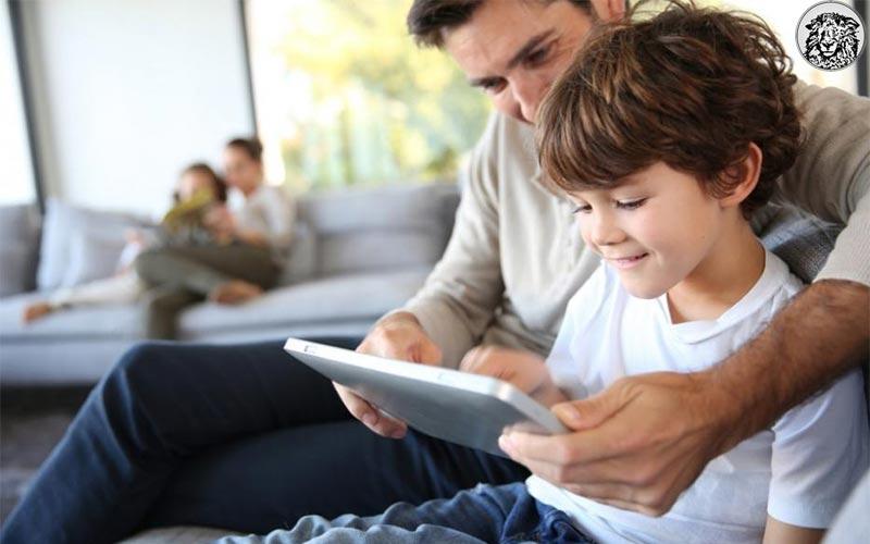 """Karnesinde 5 Zayıfı Olan Çocuğuna Iphone7 Alan Baba, Eleştirilere Yanıt Verdi: """"Bu Kadar Karışık Bir Dönemde Sadece 5 Zayıf Getirmek Başarıdır…"""""""