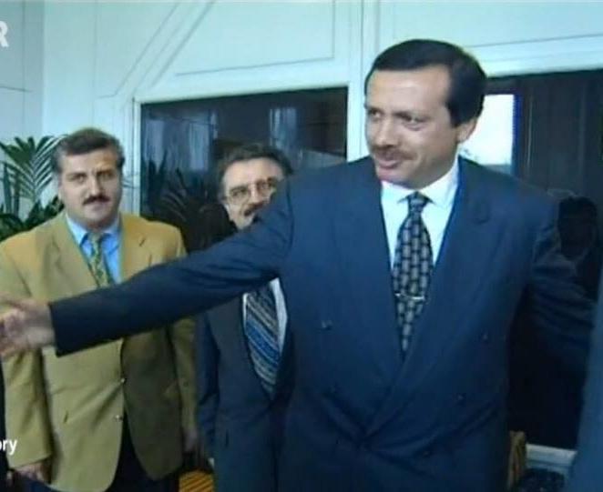 Son bir haftada daha önce ilişkini kopardığı Arınç, Davutoğlu ve Gül ile iletişime geçen Erdoğan acaba dedirtti.