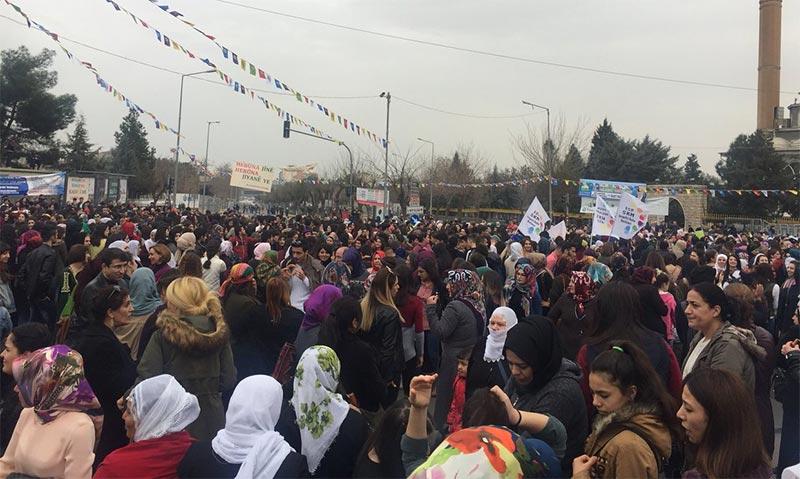 """Cumhurbaşkanı Erdoğan, 8 Mart Dünya Kadınlar günü yürüyüşü'ne katılanları uyardı: """"Adam gibi kutlayın!"""""""