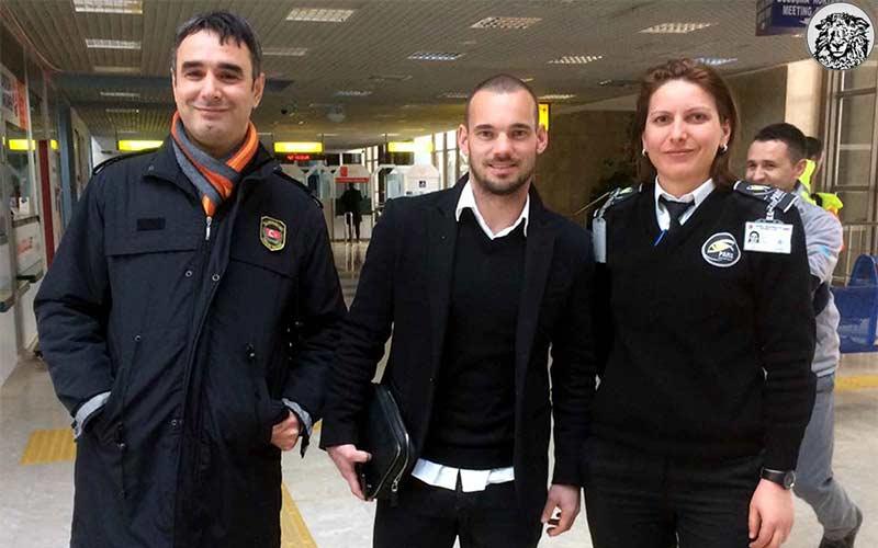 """Türkiye'den Hollanda'ya İlk Yaptırım: """"Sneijder Sınır Dışı Ediliyor."""""""