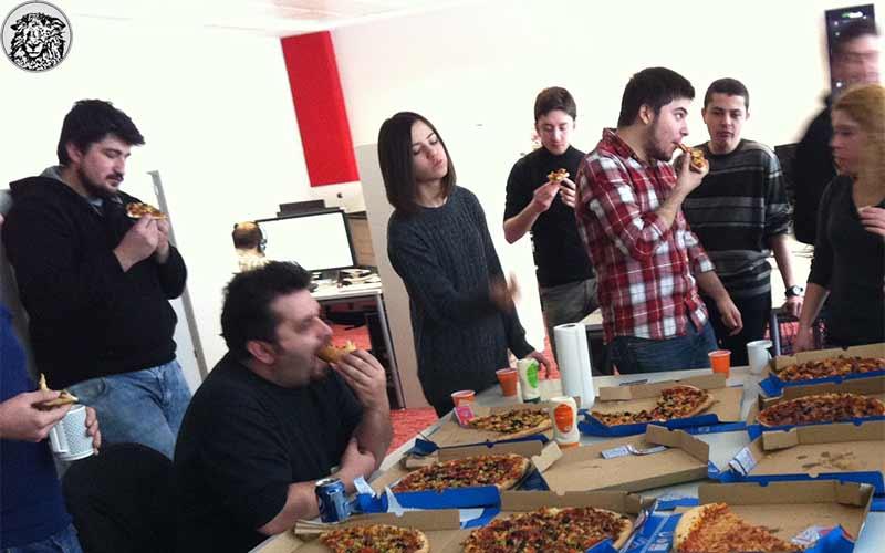 10 milyon Euro'luk Projeyi Başarıyla Bitiren Ekip, Patronun Düzenlediği Pizza Partisinde Çocuklar Gibi Eğlendi…