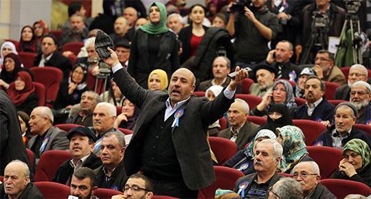 """Atanamayan hacı adayları isyanda: """"Bari bir ay uzak kalsaydık şu ülkeden ya!"""""""