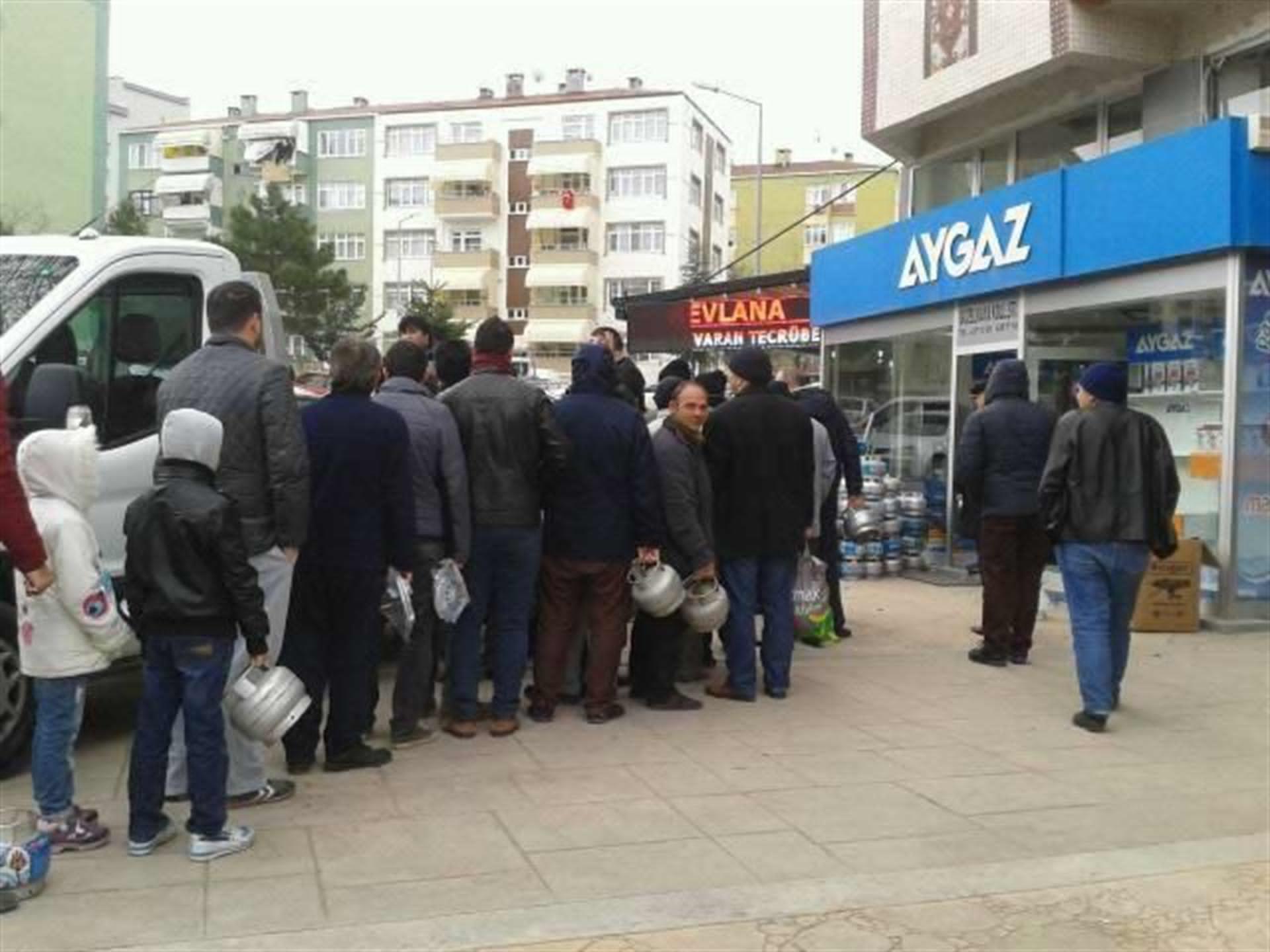 """Doğalgaz kesintisi yaşanan Samsun'da Vali açıklama yaptı: """"En azından ekmeği karneyle vermiyoruz."""""""