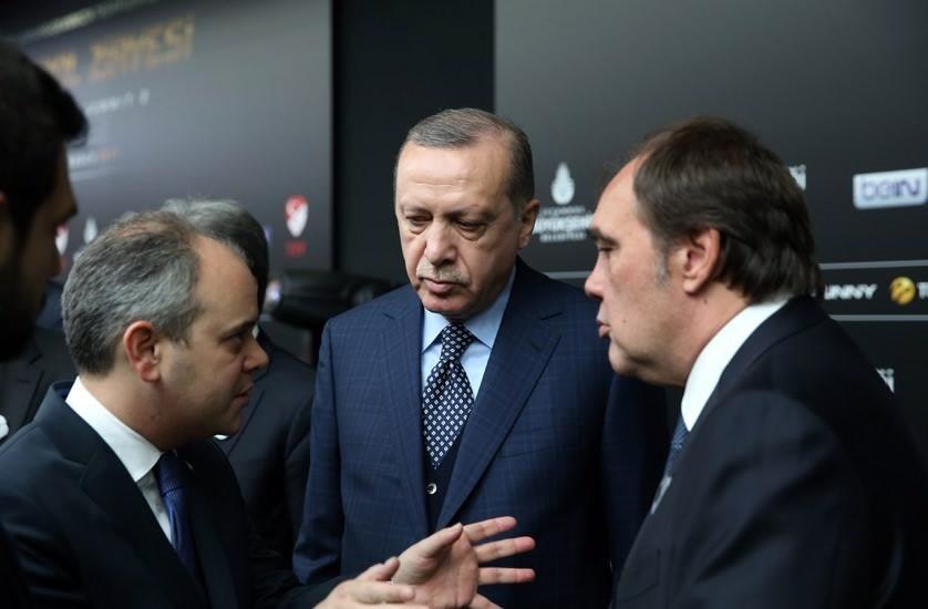 """Bakan Kılıç: """"Galatasaray'a döndüm dedim ki bak topunuzu keserim!"""""""
