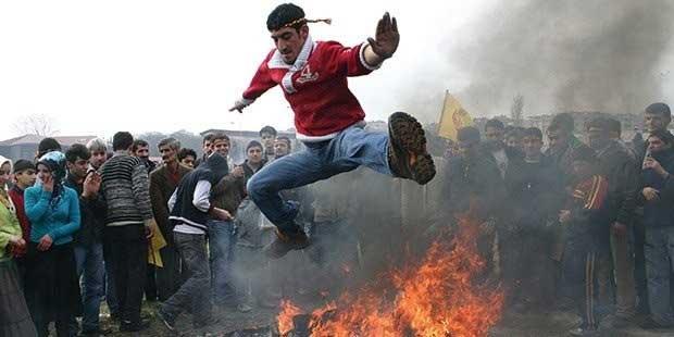 Nevruz kutlamaları sırasında yanlışlıkla yeni bir tür yakındoğu savunma sporu geliştirildi.