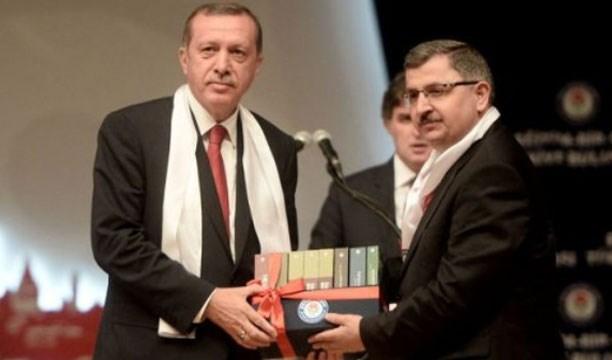 Memur-Sen eski genel başkanı Ahmet Gündoğdu 'Sendikacılıkta Yapılmaması Gerekenler' adlı 8 ciltlik eserini Erdoğan'a takdim etti...