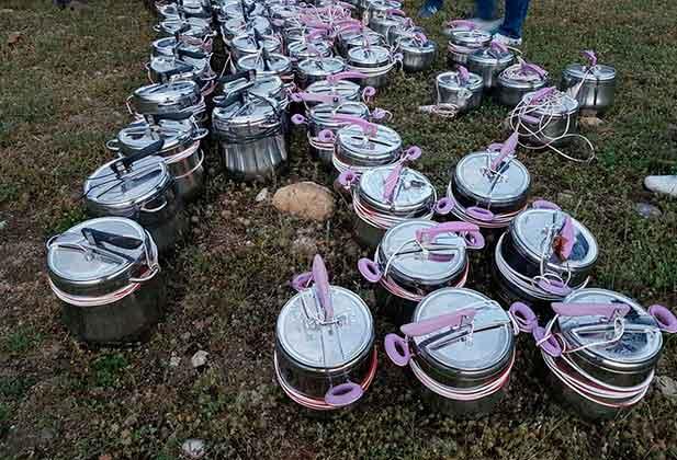 Siirt'te bomba şüphesiyle yakalanan 83 düdüklü tencereden yüklü miktarda dolma ve pilav çıktı.