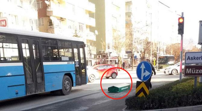 Hükûmetin, cansız bedeni sokak ortasında kalan vatandaşlara tahsis ettiği tabut Cizre'de ilk talihlisiyle buluştu...