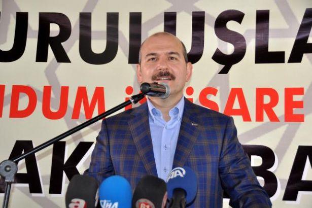 Badem bıyığı ekose cekete en iyi uyduran Süleyman Soylu, yılın Küçük Reis'i seçildi...