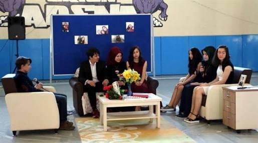 Esra Erol, temsili kız isteme töreninin yapıldığı Zonguldak-Ereğli İbrahim-Süheyla İzmirli Fen Lisesine müdür olarak atandı...