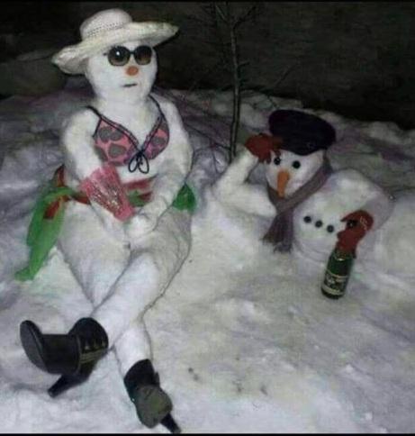Antalya'da aniden yağan kar turistleri hazırlıksız yakaladı...