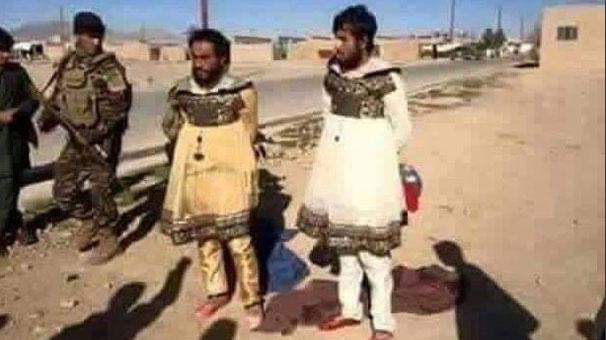 Irak ordusu ve Peşmerge öncülügündeki Musul operasyonunda yakalanan DAEŞ militanlarına ait askeri kıyafetler göz kamaştırdı.