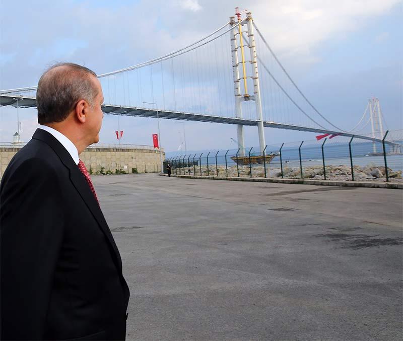 Erdoğan, en büyük hobisi olan yol ve köprü açılışlarıyla, yoğun ve gergin gündemin stresini attı.