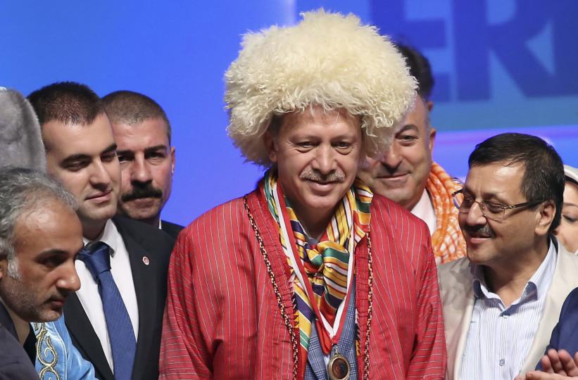 """Trump'u karşılamak için uygun kostüm arayışını sürdüren Erdoğan: """"Trump'a benzediğime emin misiniz ya?"""""""