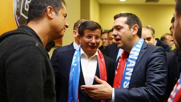 Ahmet Davutoğlu, zor günler geçiren Yunanistan'a alıcı buldu....