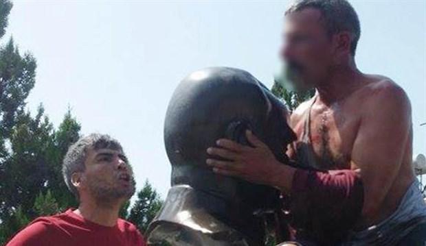 """Yeni sanat akımı """"IŞİD Esintili Modern Büstizm!"""" Muğla'da sergilenmeye başlandı..."""