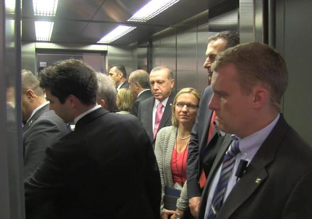 """Cumhurbaşkanı Erdoğan:""""Halvet olan insin ya, kalkmıyor bak asansör..."""""""