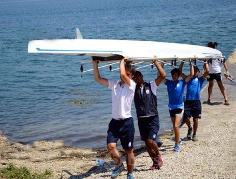 Sinop'ta Düzenlenen Deniz Küreği Şampiyonasında Rakipleriyle Arayı Açan Şişecam Kürek Takımı Zonguldak'ta Kıyıya Vurdu.