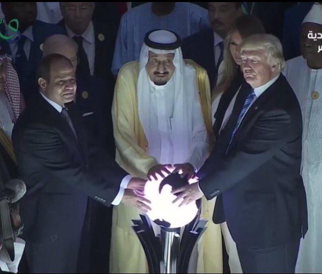 Trump, Suudi Kral ve Sisi'nin ruh çağırma seansına binlerce bebeğin ruhu damga vurdu...