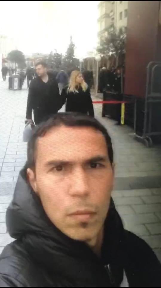 Sosyal medyadaki belirli belirsiz resimlerinden sıkılan terörist selfie çekip paylaştı...