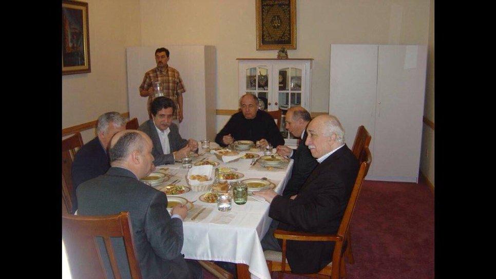 """Burak Akbay: """"Fehmi Koru, Gülen'in evlerinde  besleniyordu."""""""