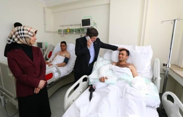 """Davutoğlu: """"Bak sayın Erdoğan telefonda, o da seni kurtaranların HDP'li olmadığını söylüyor..."""""""
