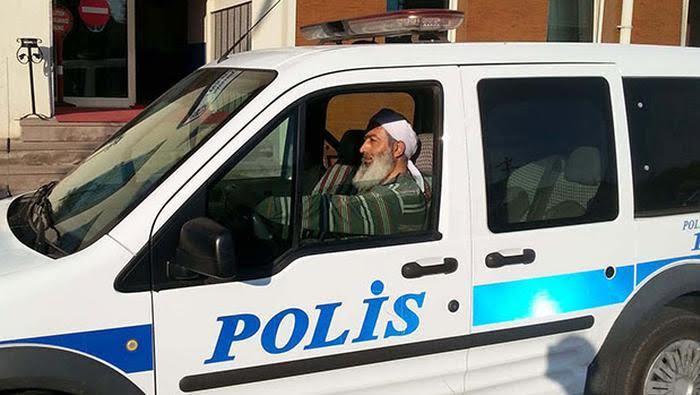 Erdoğan, polislerin de tek tip kıyafet giyeceğini söyledi.