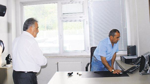 """Bakan Hayati Yazıcı'ya oyun oynarken yakalanan memura """"Mesaide Oyun Oynayan Memurlar Birliği""""nden kınama geldi: """"Böyle mi öğrettik!"""""""