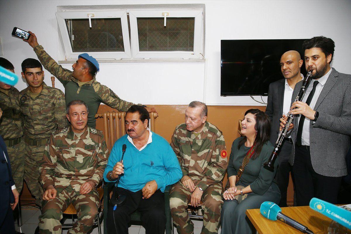 """Genelkurmay Başkanı arkasında disiplinsizce selfie çeken askerin, """"Mavi Balina"""" oyuncusu olduğu anlaşıldı..."""