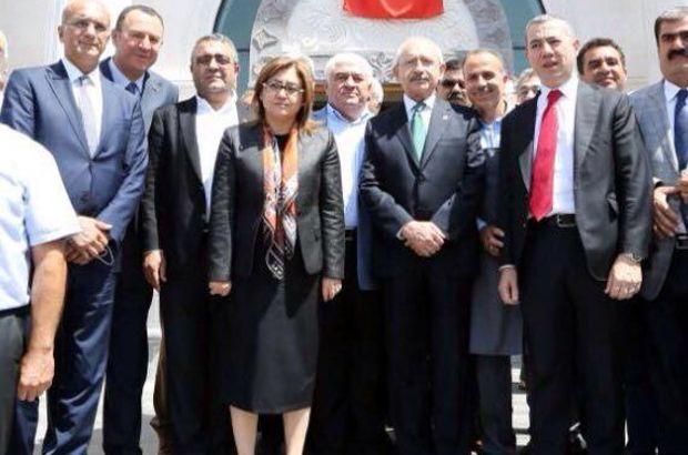Gaziantep'te Fatma Şahin'in karşıladığı Kemal Kılıçdaroğlu, AKP Gaziantep İl Başkanlığı'na geçerek partililere hitap etti...