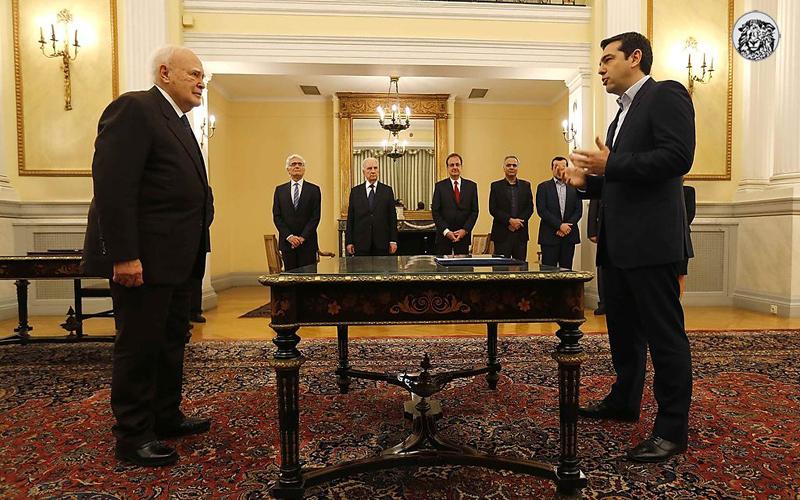 Borç Alabileceği Kimse Kalmayan Yunanistan, Tefecilerin Eline Düştü...