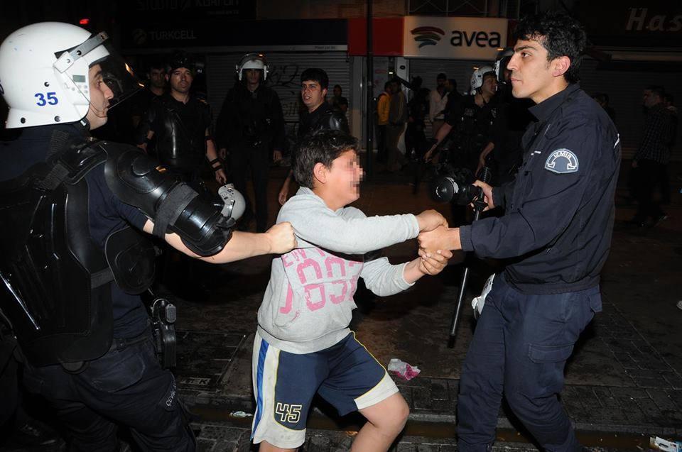"""İzmir'de Gözaltına Alınan 14 Yaşındaki A.K.'nin Beraatine AKP'den Sert Tepki: """"İşte İç Güvenlik Yasasını Bu Hainler İçin İstiyoruz..."""""""