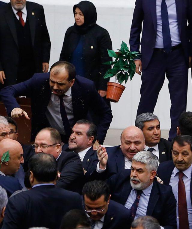 """Meclis Başkanlığı: """"Çiçek yollamak milletvekilleri arasındaki bir kibarlık geleneğidir."""""""