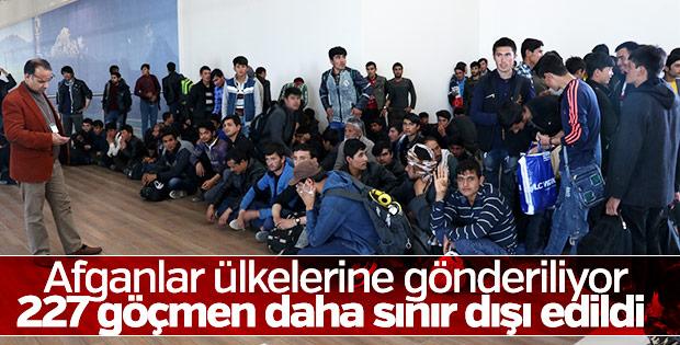 Hükümetten ekonomik krize çözüm: Üretime katkısı olmayan vatandaşlar mülteci diye sınır dışı edilerek GSMH arttırılacak...