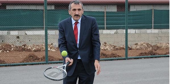 Danıştay üyeliği eleştirilen Osman Tural yeteneklerini sergiledi.