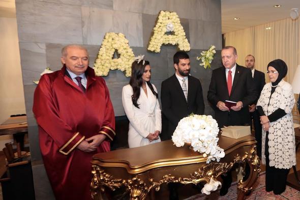 Arda Turan'ın nikah törenine Anadolu Ajansı sponsor oldu.