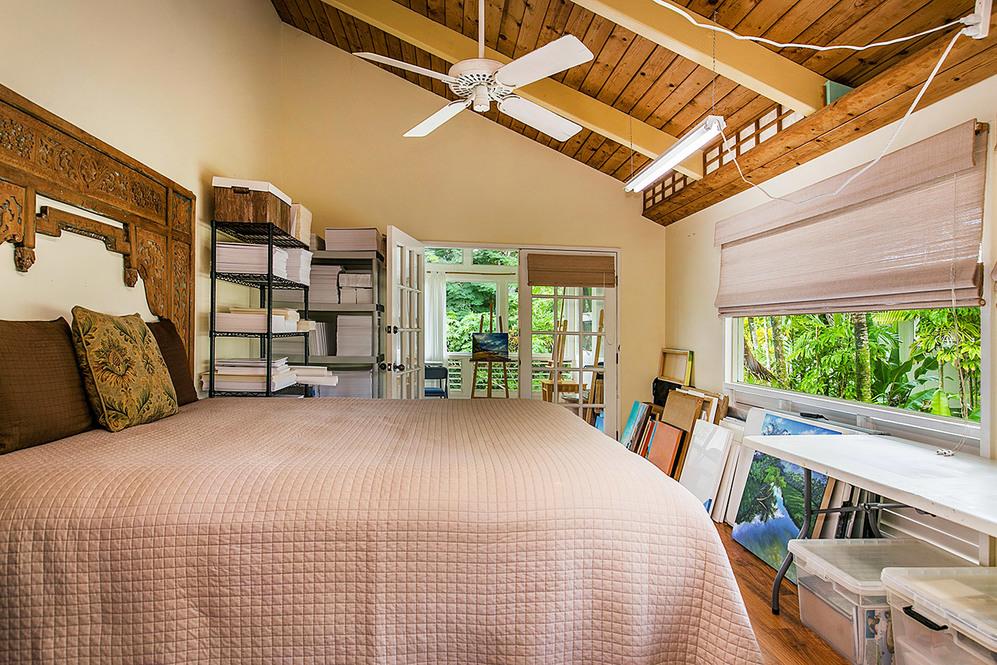 Bedroom suite high 2041376
