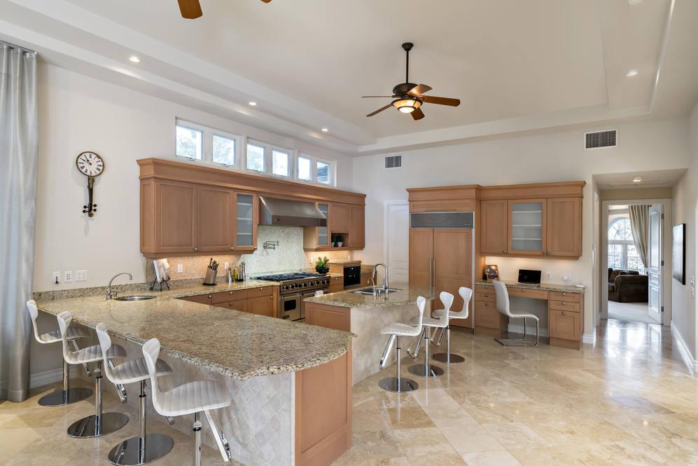 11.  counter seating in kitchen 4551 aukai avenue