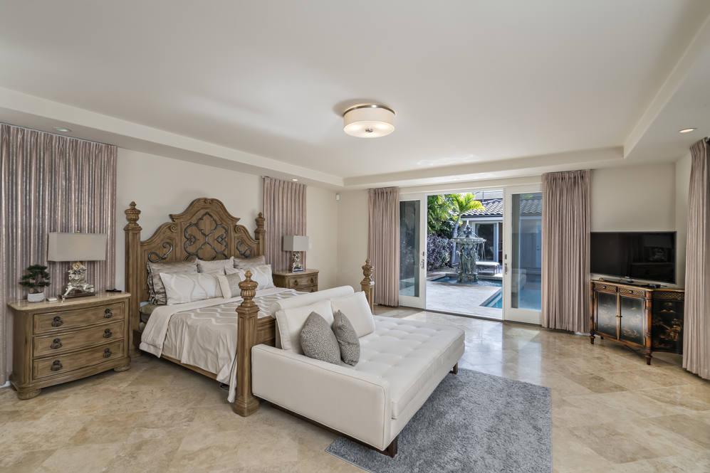 12.  master suite opens to pool 4551 aukai avenue
