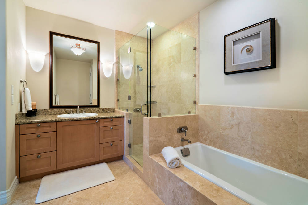 18.  guest bath with tub and shower 4551 aukai avenue