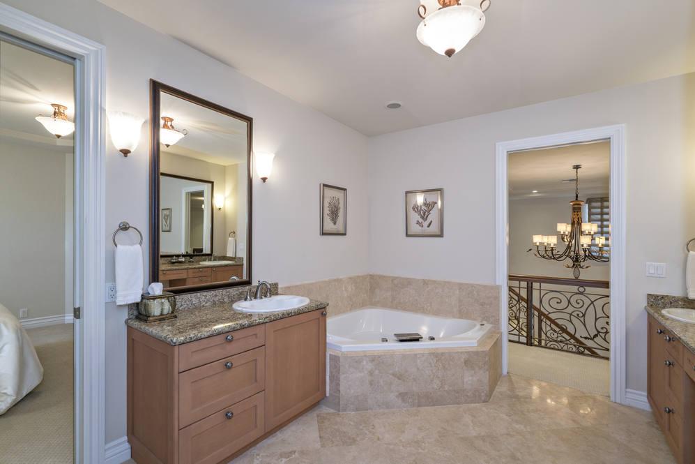 20.  guest bath 4551 aukai avenue
