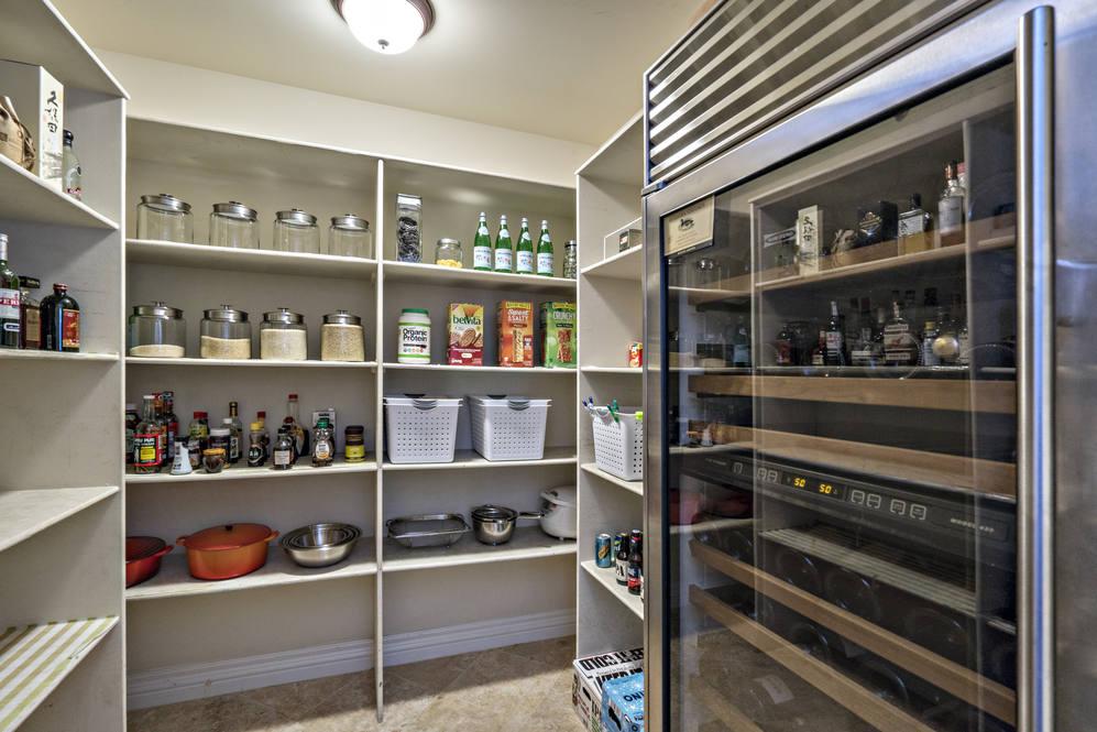 28.  walk in kitchen pantry 4551 aukai avenue