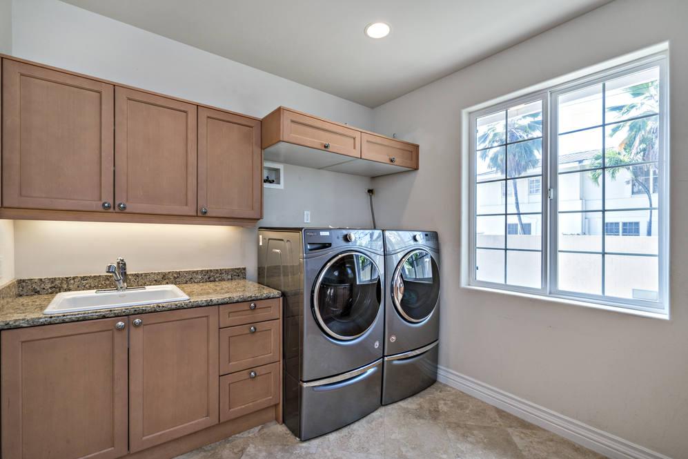 29.  laundry room 4551 aukai avenue