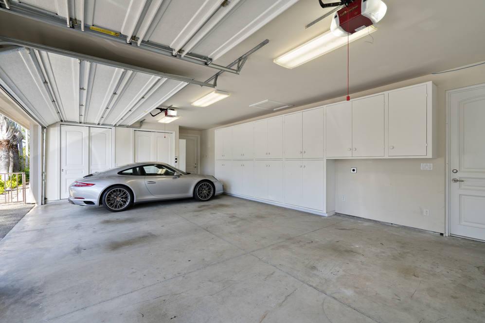 30.  3 car garage 4551 aukai avenue