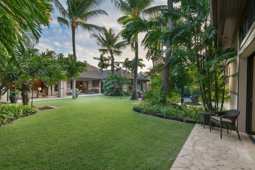 16. landscaped lawn 4308 kahala avenue